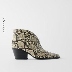 GORGEOUS ZARA NWT Animal Snake Print Cowboy Boots